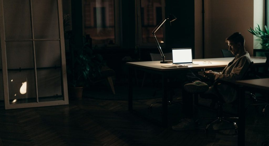 Teletravail et lampe de bureau